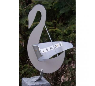 Zonnewijzer Zwaan zilver hoogte 66 cm.